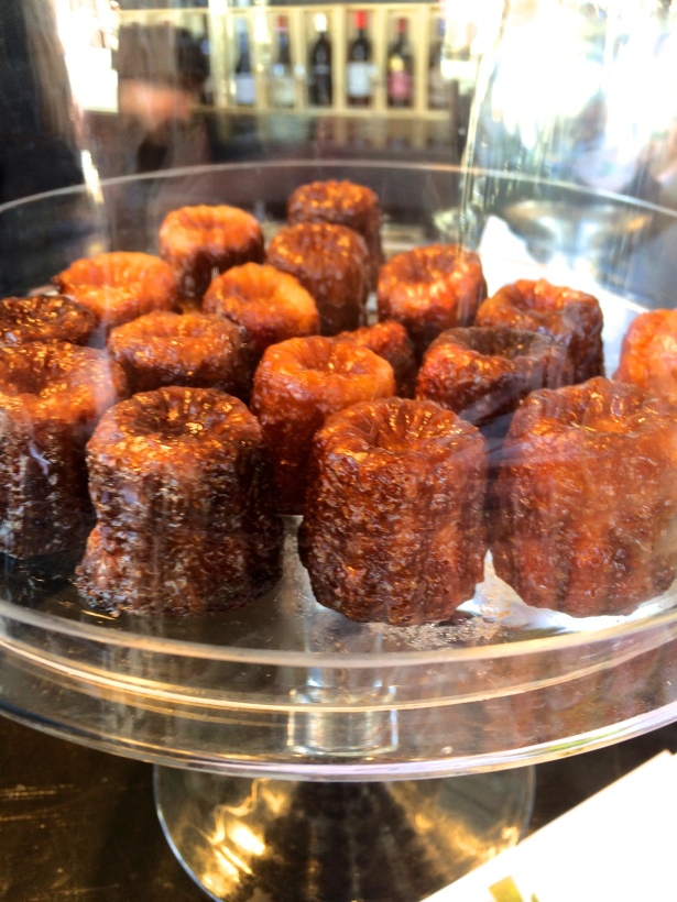Canelé with pineapple